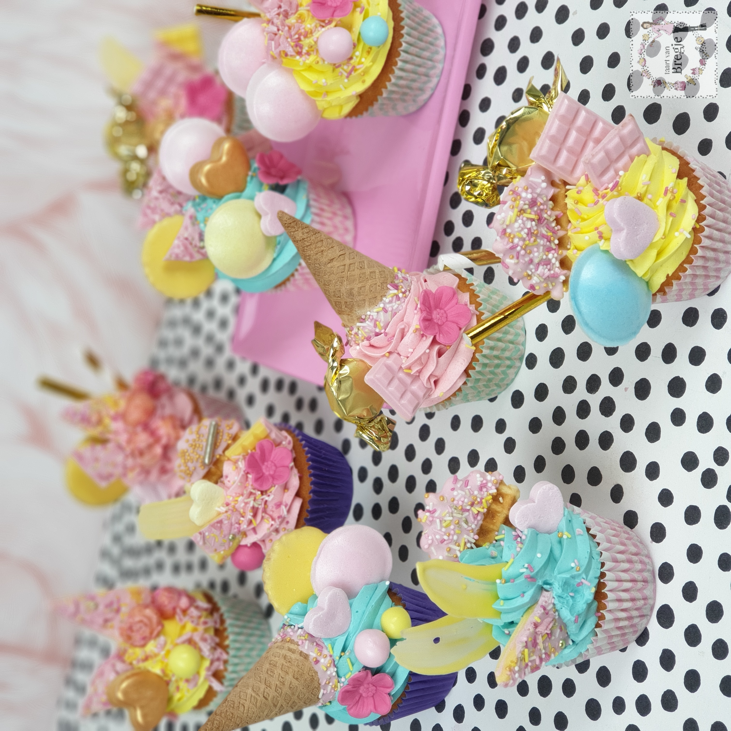 images/CupcakeDeluxe2.jpg